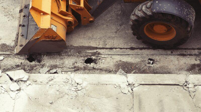 Un ouvrier est écrasé par une pelle mécanique